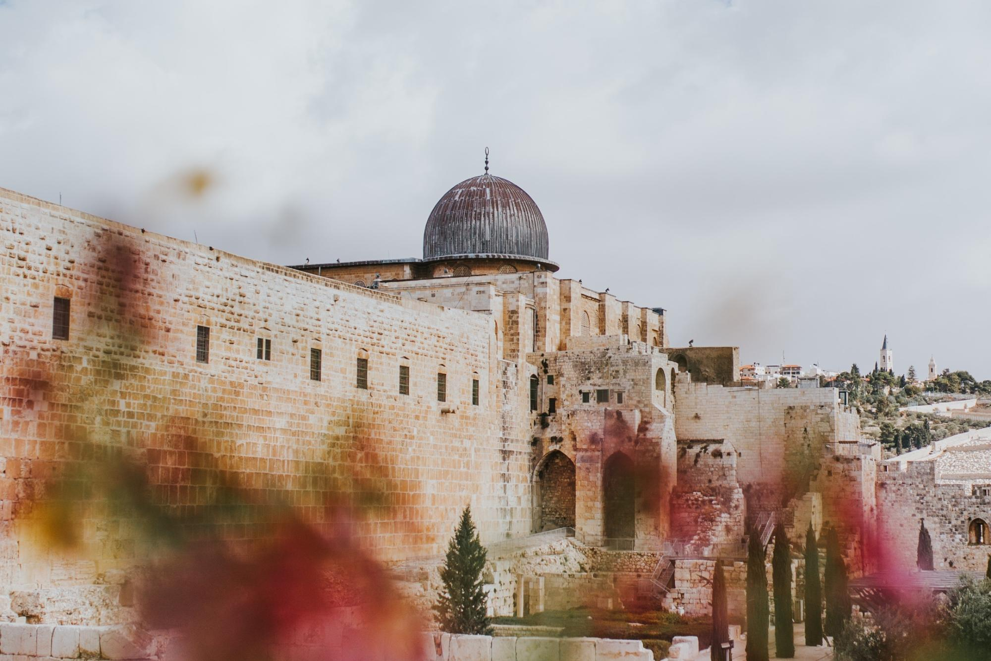 Jerusalem (c) Photo by Cole Keister on Unsplash