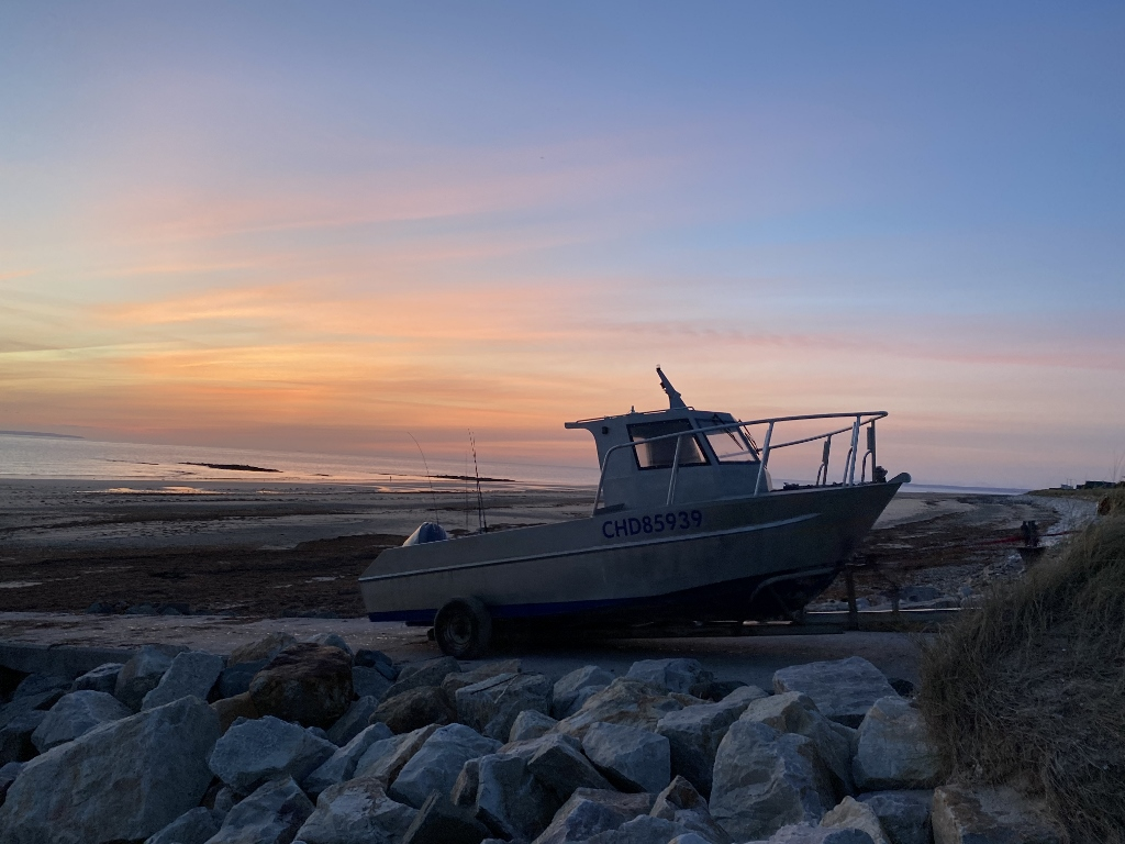 Fisherboot bei Sonnenuntergang in der Normandie (c) Ronald Ashley Givens